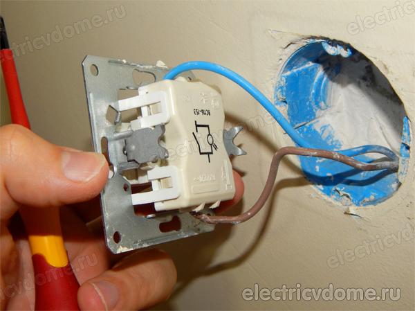 перепутана фаза с нолем на выключателе